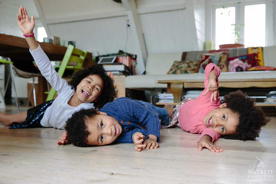 three children playing on the floor | Photographer: Natalie Carstens, nataliecarstens.com