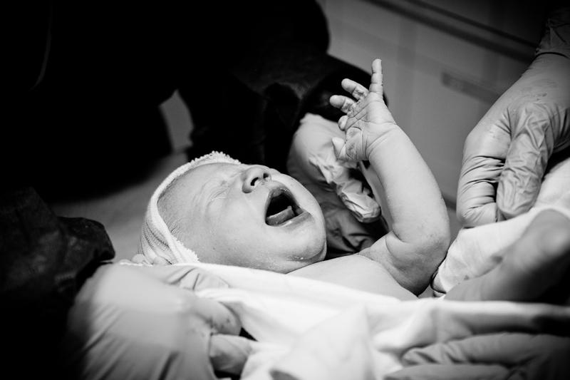 Newborn baby girl, breech position, moments after elective c-section birth. Birth Story Photography by Natalie Carstens #nataliecarstensphotographer #birth #childbirth #labour #hospitalbirth #reinierdegraaf #delft #geboorte
