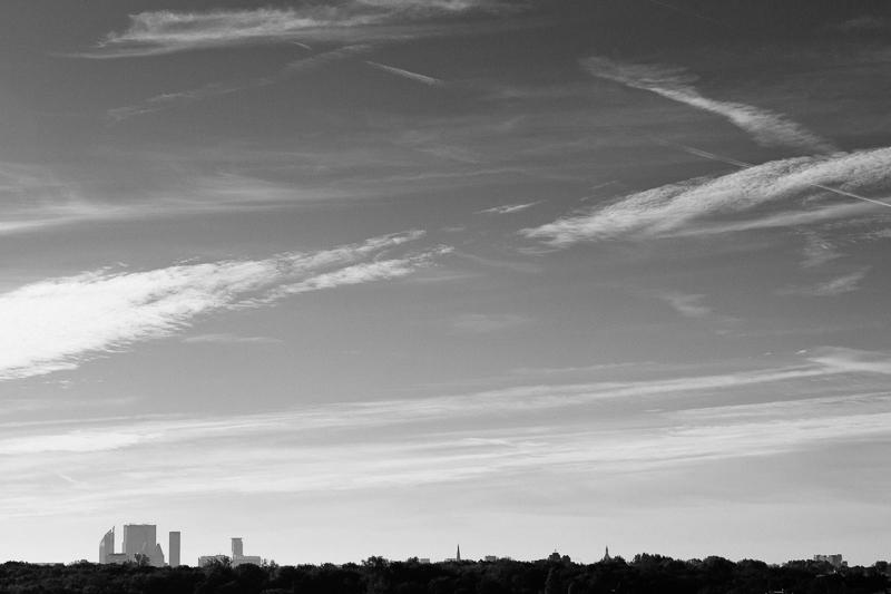 The Hague early morning skyline in black and white. | Birth Story Photography by Natalie Carstens #nataliecarstensphotographer #birth #childbirth #labour #hospitalbirth #hagaziekenhuis #denhaag #geboorte