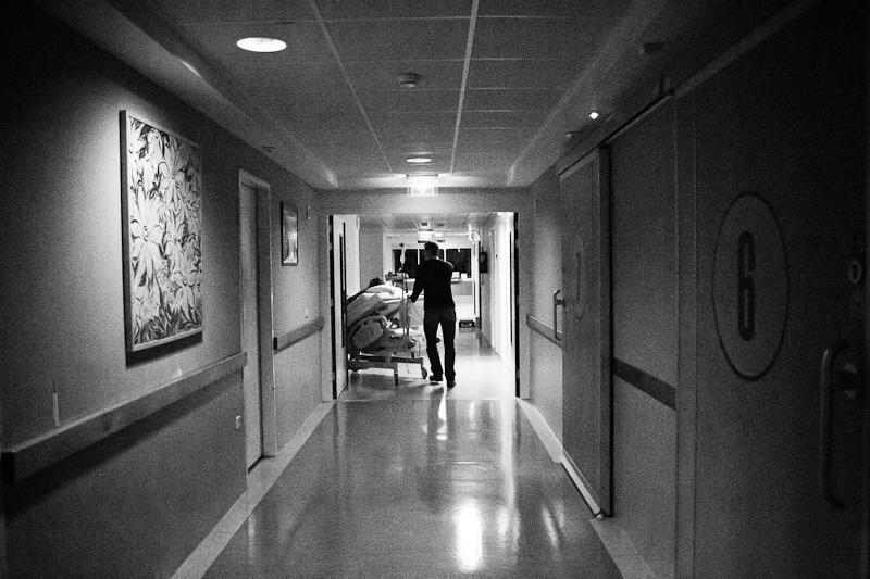 An elective c-section birth at hospital Reinier de Graaf in Delft | Birth Story Photography by Natalie Carstens #nataliecarstensphotographer #birth #childbirth #labour #hospitalbirth #csection #c-section #caesarean #reinierdegraaf #delft #geboorte
