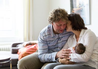Documentary in-home newborn baby family photoshoot by Photographer Natalie Carstens, The Hague