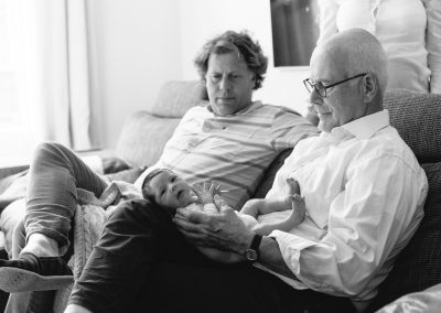 3 generations. Documentary Family and Newborn Baby Photoshoot by Photographer Natalie Carstens #nataliecarstensphotographer #maternityphotographer #pregnancy #denhaag #thehague #zuidholland #netherlands